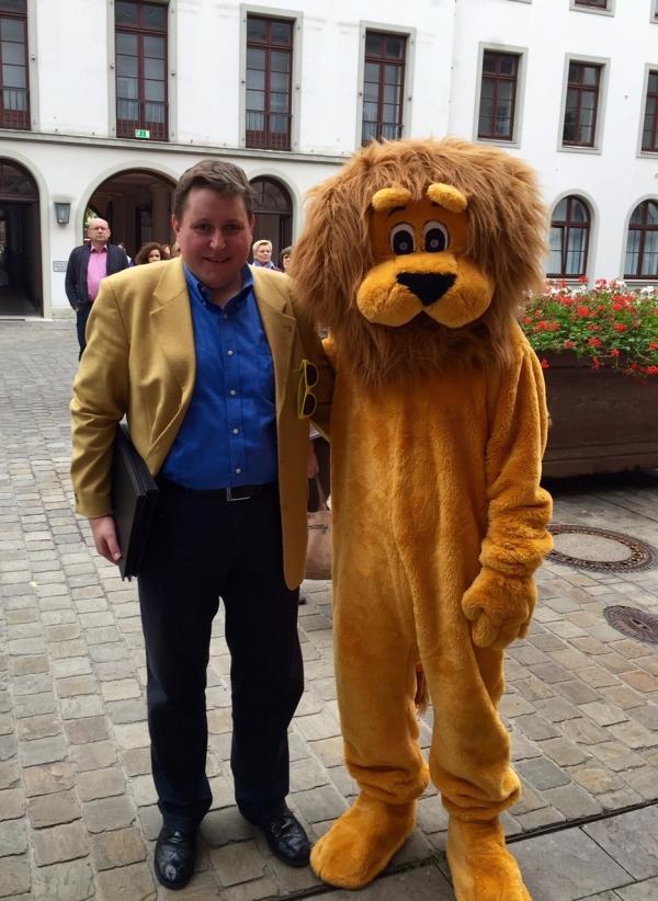 Tag der offenen Tür 2015 im Hessischen Landtag -meet and greet mit dem Hessischen Wappentier